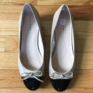 Tahari nude / black heels. Size 7